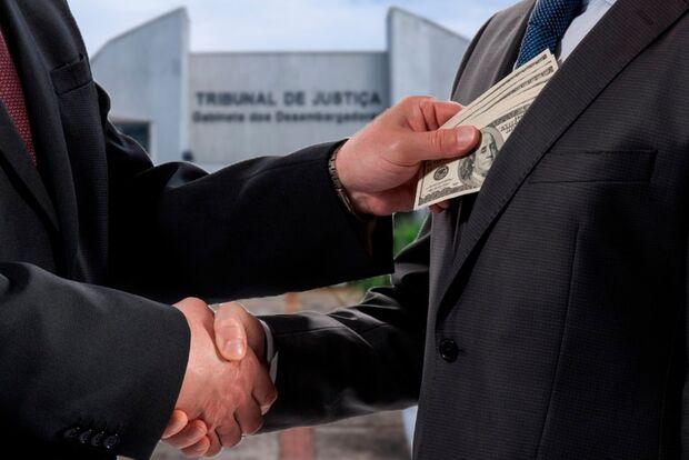"""""""Altos salários"""" e """"corrupção"""" vem à mente da população quando o assunto é Tribunal de Justiça"""