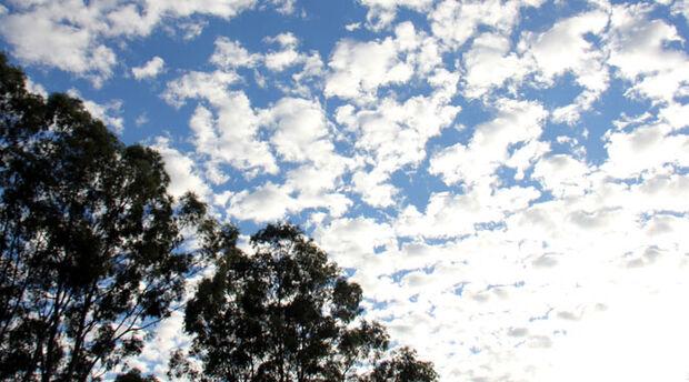 Quinta-feira de Santo Antônio de céu claro e calor em MS