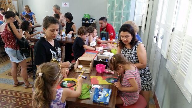 Neste sábado, o Sesc tem oficina de monotipia e cinema para a criançada