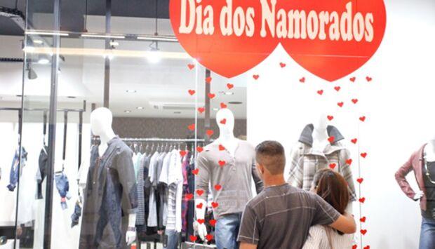 Procon pesquisa preços de produtos e locais tradicionais para o Dia dos Namorados