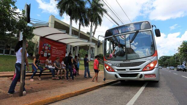 É lei: pessoas obesas não precisam passar pela catraca de ônibus em Campo Grande