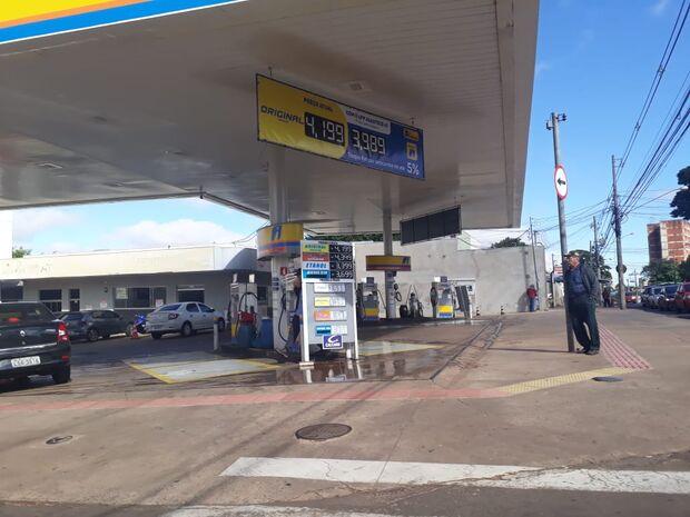 Petrobras reduz preço da gasolina nas refinarias, mas alívio não chega às bombas de Campo Grande