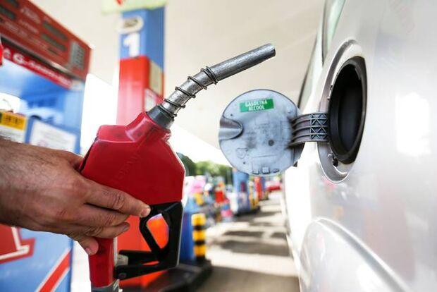 No Twitter, Bolsonaro anucia segunda queda no preço da gasolina nas refinarias