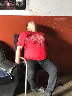 IMAGENS FORTES: homem é executado a tiros dentro de mecânica na fronteira