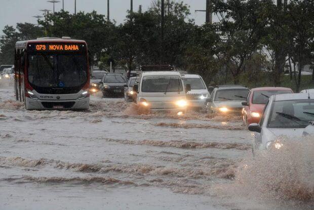 Previsão acerta e chuva acaba com estiagem em Campo Grande