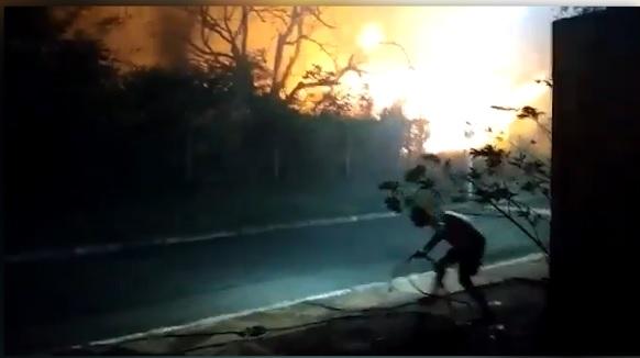 VÍDEO: incêndio atinge condomínio; moradores passam mal e reclamam da demora do socorro