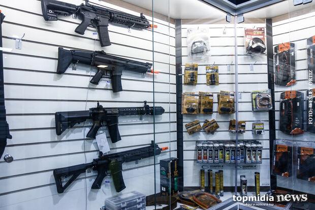 'Libera geral' de Bolsonaro faz procura por registros de armas subir 300% em loja de Campo Grande