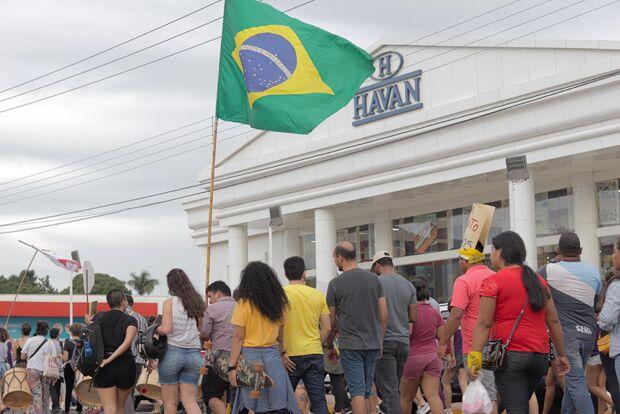 Dono da Havan chama manifestantes de baderneiros após protesto em frente a loja de Dourados