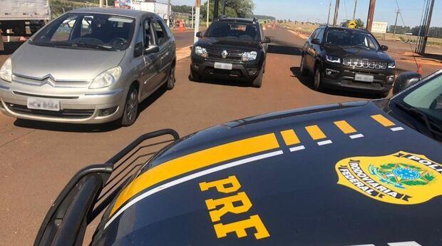 Dupla em carros roubados de locadora é descoberta e presa pela PRF na fronteira