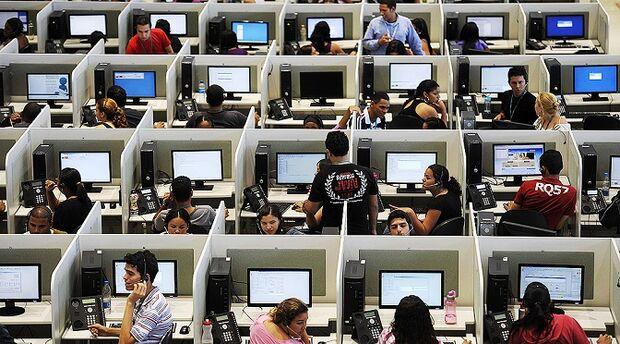 Procon notifica operadoras de telefonia móvel por excesso de telemarketing