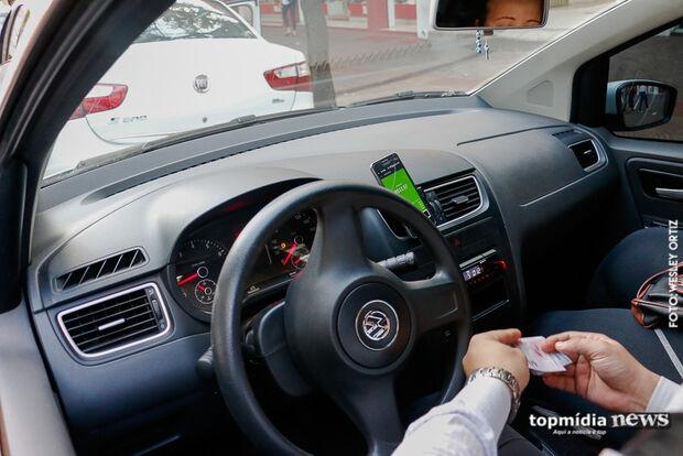 Motorista de aplicativo é obrigado a ficar nu após assalto de travestis