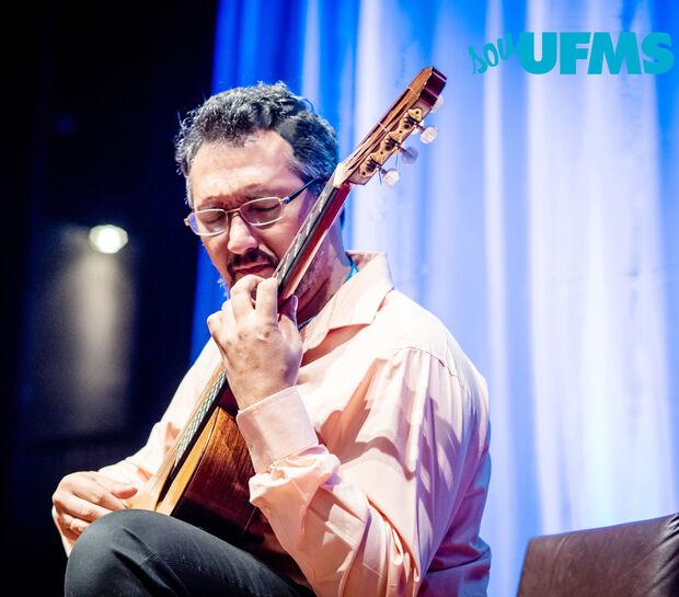 Academia Sul-Mato-Grossense de Letras apresenta concerto aberto com o violonista Marcelo Fernandes