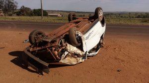 Condutor perde controle da direção e capota veículo em MS
