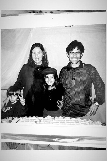 Irmã do ator Rafael Miguel, morto com os pais, relembra momentos da família em homenagem