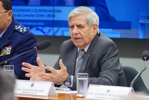 General diz que tem 'vergonha' de receber R$ 19 mil por mês