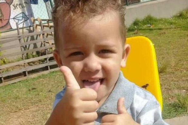Menino de 3 anos deixado sozinho em casa morre queimado