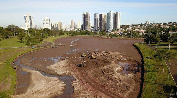 Obra no Parque das Nações já retirou 20 mil m³ de areia do lago maior