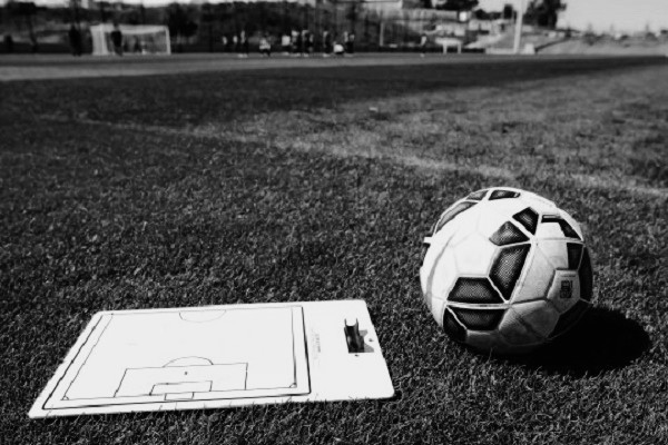 Garoto de 11 anos morre de infarto após jogar partida de futebol