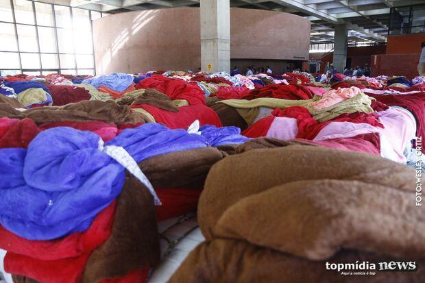 AQUEÇA UMA VIDA: Governo entrega 80 mil cobertores  aos 79 municípios