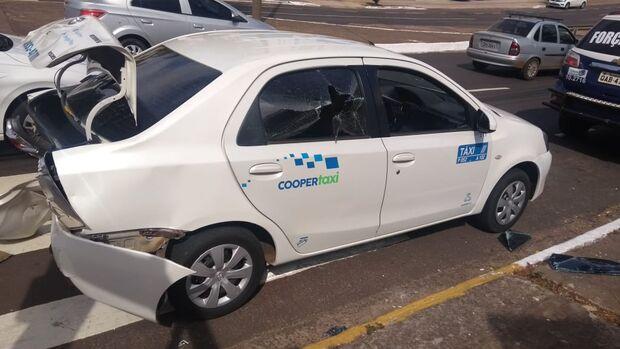 Vingança? Ex-mulher destrói carro de taxista de propósito na Av. Mato Grosso