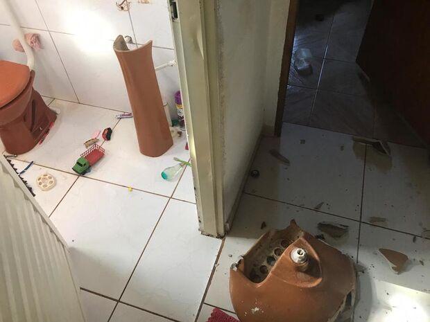 Jovem invade residência, danifica móveis e acaba preso pela PM