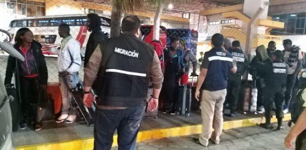 Mais de 30 haitianos que vinham para MS sem documentação são detidos na Bolívia
