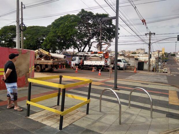Equipes da prefeitura continuam trabalho do Reviva no Centro neste domingo