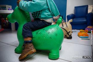 Polícia investiga suposto maus-tratos a criança de 2 anos internada com traumatismo craniano