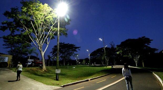 Projeto de eficiência energética avança e 50% das lâmpadas do Parque das Nações Indígenas já são de