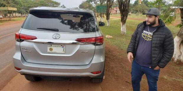 Deputado paraguaio é flagrado na fronteira com Hilux roubada no Brasil