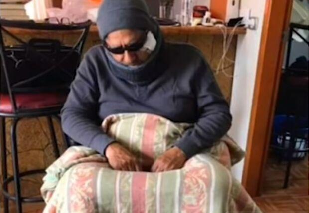 Esse é bom: prefeito se finge de cadeirante para testar servidores da Saúde