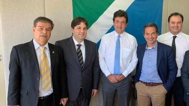 Prefeito vai a Brasília em busca de recursos para ampliar atendimento na saúde