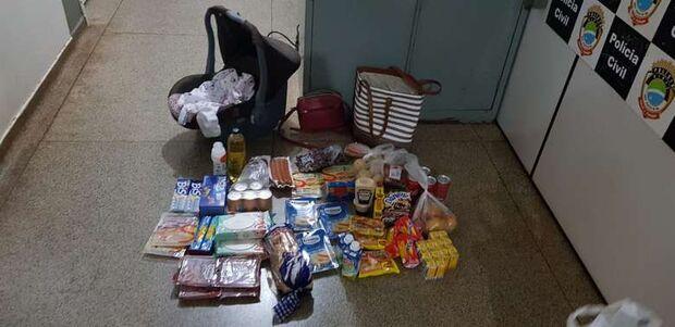 Mulheres são presas após furtarem supermercado e esconderem itens em bebê conforto