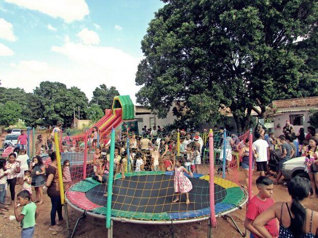 Mobiliza: grupo de amigos 'adota' bairro Verdes Mares e promove domingo de ações sociais