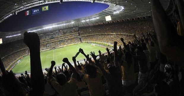 Gritos homofóbicos em estádio agora podem fazer o jogo ser suspenso