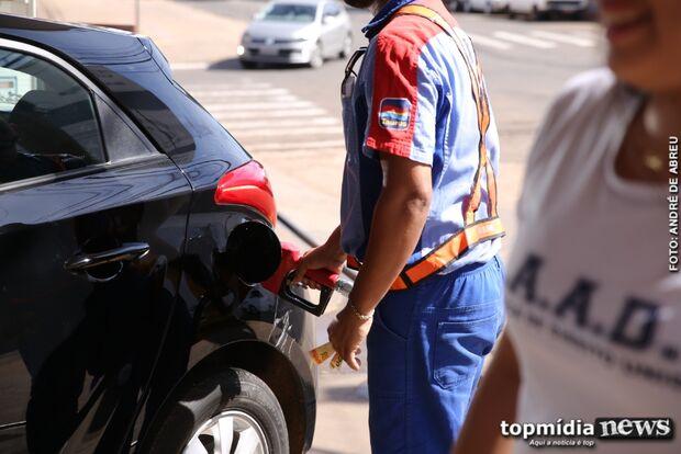 'Self Service' nos postos de gasolina pode colocar motoristas em perigo, diz sindicato