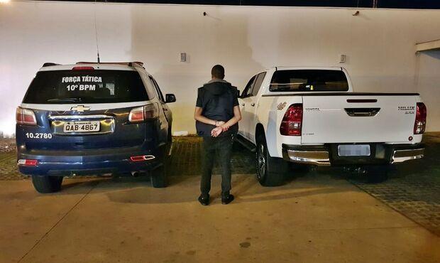 PM prende atravessador de veículos e recupera camionete roubada