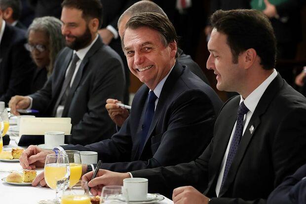 """Após polêmica, Bolsonaro recua: """"alguns passam fome no Brasil"""""""