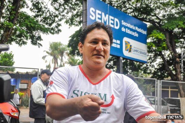 Confusão em protesto na prefeitura termina com sindicalista na delegacia