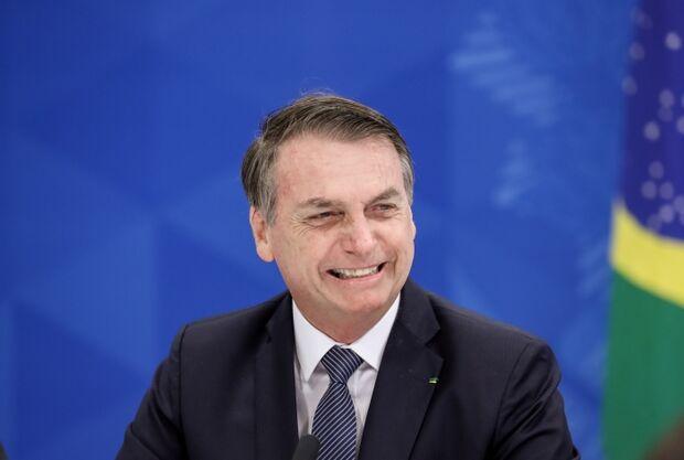 'Nós vamos acabar com o cocô no Brasil', diz Bolsonaro