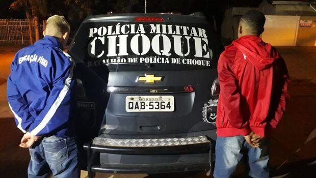 Polícia recupera veículo roubado e prende rapaz que jogaria droga em presídio