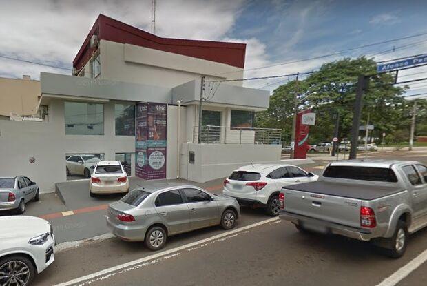 Motorista bêbada atropela guardas municipais e foge na contramão na Dom Aquino