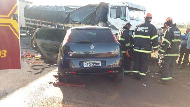 Motorista prensado entre carro e caminhão na BR-163 não resiste e morre em UPA