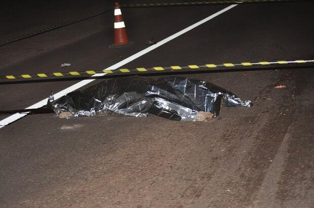 Homem é atropelado por carreta e tem cabeça esmagada na BR-163