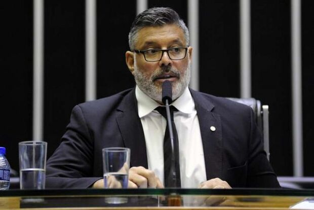 Acusado de infidelidade, Alexandre Frota é expulso do PSL