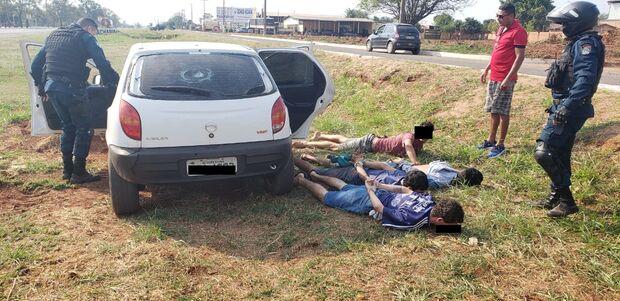 Trio de traficantes em carro é perseguido e tenta atropelar PMs na Gury Marques