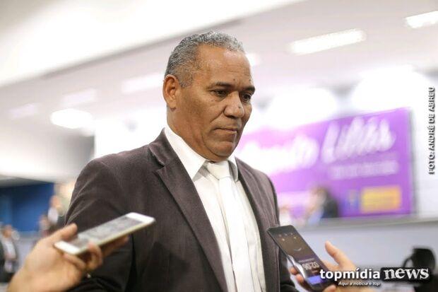 Telles pede harmonia entre poderes de presente para 120 anos e critica oposição ao prefeito