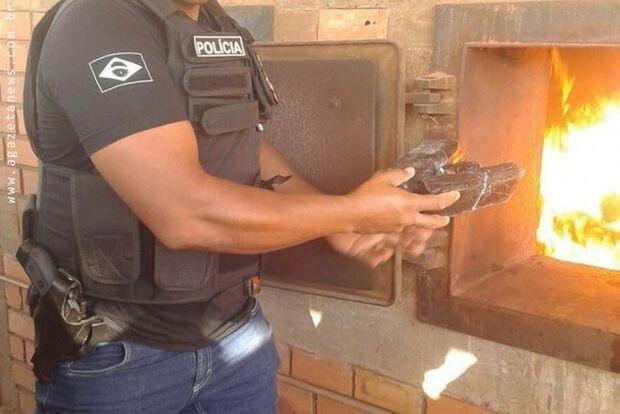 Não foi a seca: tonelada de drogas é incendiada pela polícia na fronteira