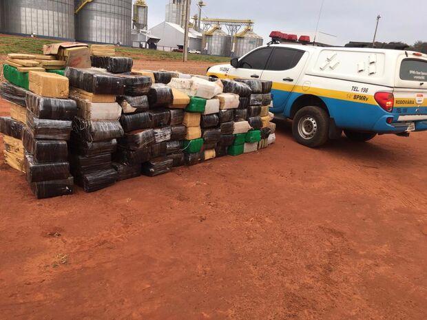Caminhão é interceptado com duas toneladas de maconha da fronteira para SP