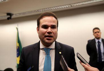 Comissão do Congresso prevê salário mínimo de R$ 1.040 em 2020